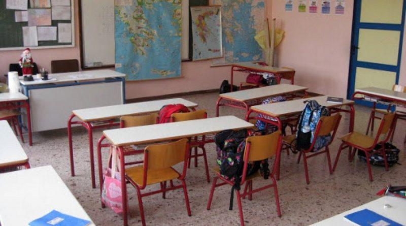 Τα σχολεία ετοιμάζονται να δεχθούν ξανά τα παιδιά στις 12 Απριλίου, με την Πελώνη να δηλώνει πως θα βοηθήσουν τα self test.