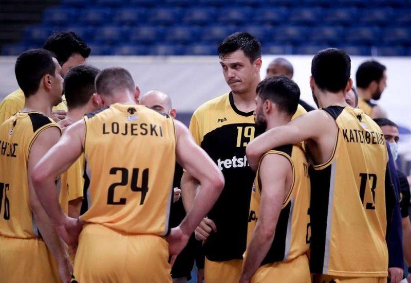 Η ΑΕΚ έμαθε για το 7ο ban από την FIBA, με την οικονομική της τρύπα να μεγαλώνει και είναι έντονη η ανησυχία για το μέλλον της.