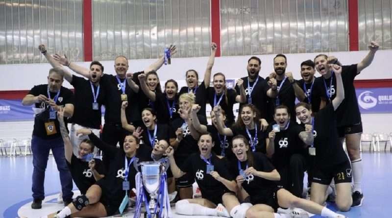 Χάντμπολ γυναικών: Η ομάδα του ΠΑΟΚ κατέκτησε το κύπελλο στον τελικό με την Βέροια, που το πάλεψε κυρίως στο πρώτο ημίχρονο, αν και στο δεύτερο είχε καλές στιγμές.