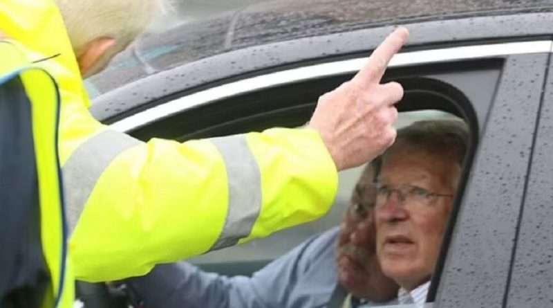 Euro 2020: Ο σερ Άλεξ Φέργκιουσον πέρασε μια απρόσμενη στιγμή στο Γουέμπλεϊ αφού δεν τον αναγνώρισαν οι σεκιουριτάδες και παραλίγο να μην τον αφήσουν να μπει στο γήπεδο.