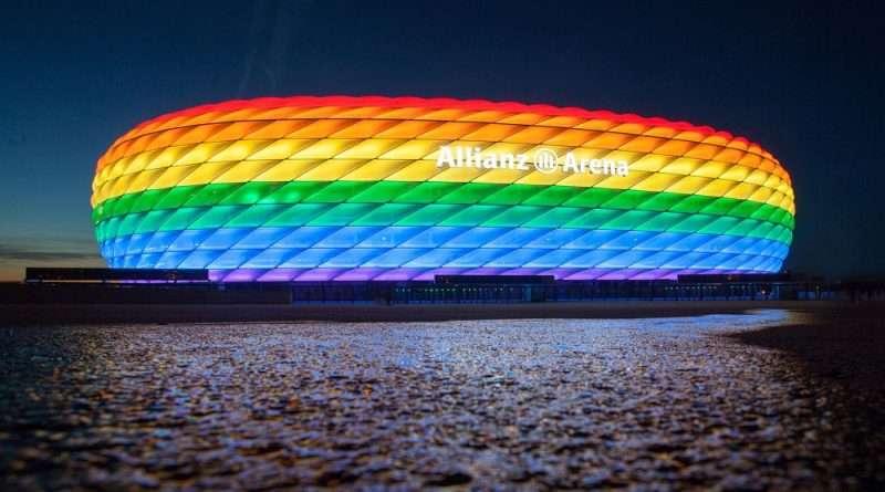 Euro 2020: Η UEFA αρνήθηκε στην Γερμανία και το Μόναχο να φωταγωγηθεί το «Αλιάντς Αρένα» με τα χρώματα της ΛΟΑΤΚΙ κοινότητας και αυτό έφερε αντιδράσεις.