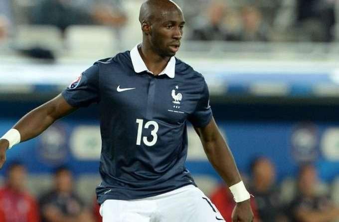 ΑΕΚ: Στο παιχνίδι και η Ένωση, έχει βάλει στόχο τον Γάλλο κεντρικό αμυντικό της Βαλένθια, Ελιακίμ Μανγκαλά.