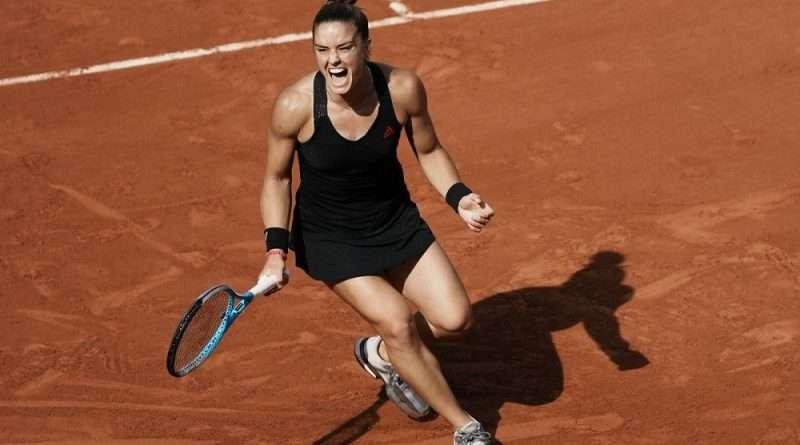 Η Μαρία Σάκκαρη με μια μυθική εμφάνιση επιβλήθηκε της Σβιάτεκ και προκρίθηκε στα ημιτελικά του Roland Garros.