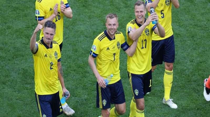 Με γκολ στο 94' η Σουηδία επικράτησε της Πολωνίας (3-2) και κατέλαβε την 1η θέση στον 5ο όμιλο. Δεύτερη η Ισπανία που συνέτριψε την Σλοβακία (5-0) που θα αντιμετωπίσει στους «16» την Κροατία.