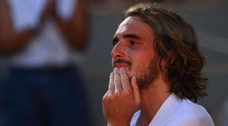 Ο Στέφανος Τσιτσιπάς θα αντιμετωπίσει τον Τζόκοβιτς στον τελικό του Roland Garros και η συγκίνηση του μετά την πρόκριση ήταν όλα τα λεφτά.