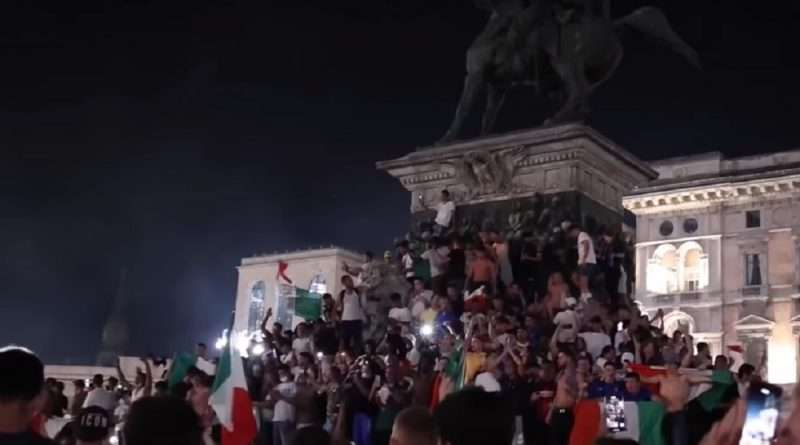Euro 2020: Η Ιταλία κατέκτησε το τρόπαιο απέναντι στην Αγγλία και ήταν φυσικό να γίνει ένας χαμός στην χώρα, με την αρχή να γίνεται στην Ρώμη.