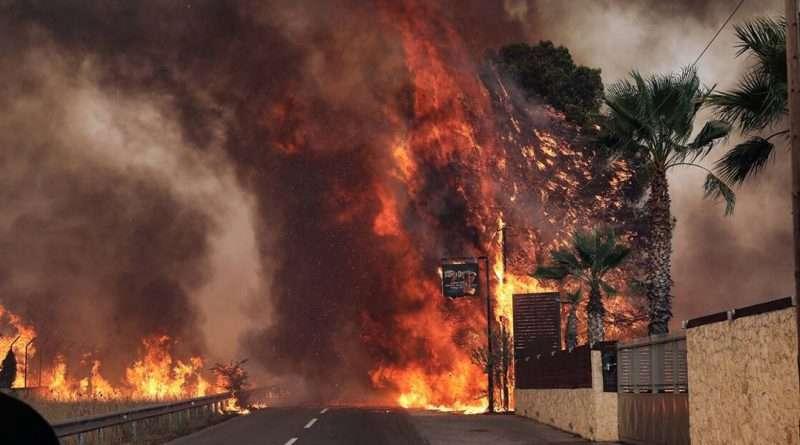 Φωτιά στη Βαρυμπόμπη. Σε πύρινο εφιάλτη Θρακομακεδόνες, Αδάμες