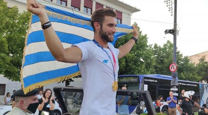 Στέφανος Ντούσκος: Υποδοχή ήρωα με τιμές αρχηγού κράτους