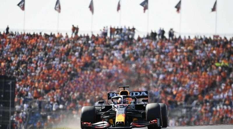 Formula 1 – GP Ολλανδίας: Ο Μαξ Φερστάπεν είδε πρώτος την καρό σημαία και αποθεώθηκε από χιλιάδες φιλάθλους που αποζημιώθηκαν με τη νίκη που τους πρόσφερε.